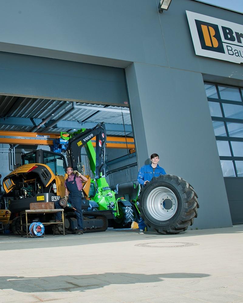 Werkstatttor 2 - Stellenangebot Mechatroniker/in