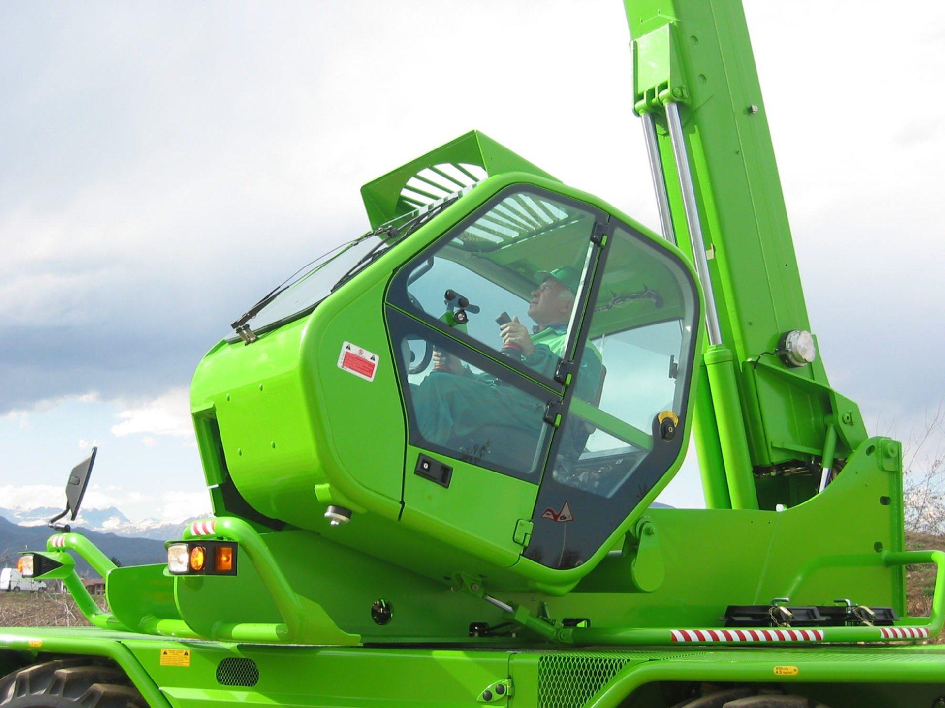 Kippbare Fahrerkabine bei Merlo